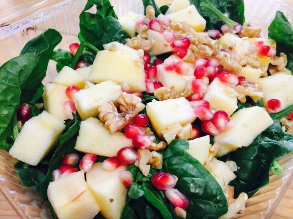 La Granadilla propone insalata di spinaci, mele, noci e melagrana